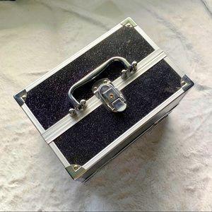 ❤️🔥 Cosmetics storage case with lock and key!
